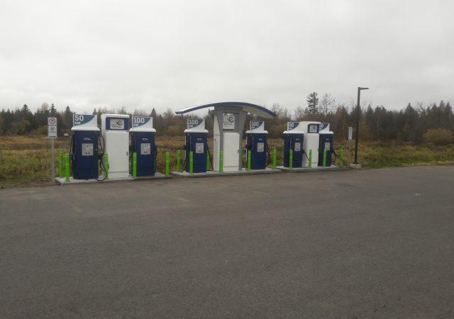 Superstation de 6 bornes de recharge installée par Pagui