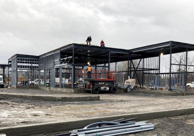 Structure d'acier d'une station-service
